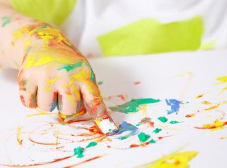 Когда и как ребенок учится рисовать