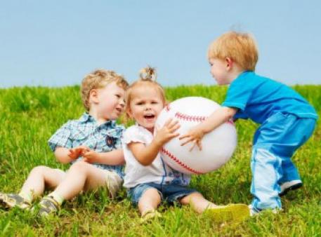 Как научить малышей уважать имущество других