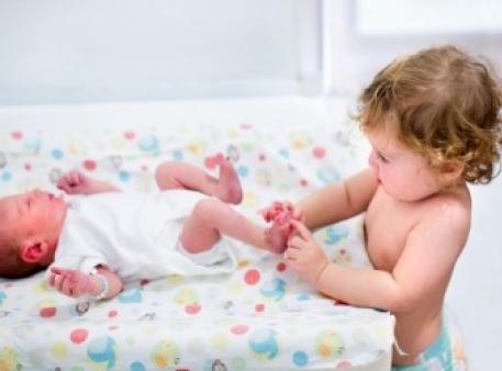 Что, если малыш ревнует к новорожденному