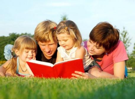 Пять простых способов увлечь детей чтением