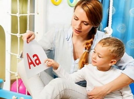 Когда ребенка обучать буквам