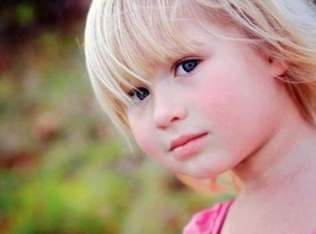 Детская застенчивость: причины и следствие