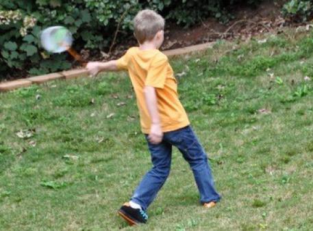 Весёлый эксперимент с крутящимся ведром – Развитие ребенка