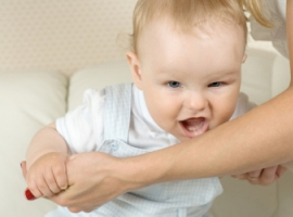 Как родителям отучить ребенка кусаться