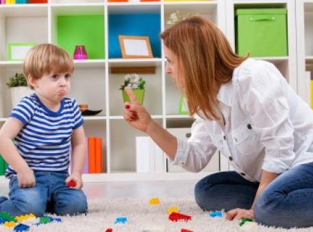 Какие фразы лучше не говорить своим детям