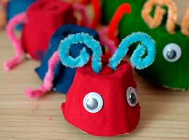 Проект для малышей: гусеницы из яичных лотков