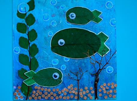 На дне реки: композиция с листьями ореха