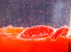 Вода и масло - несмешивающиеся жидкости